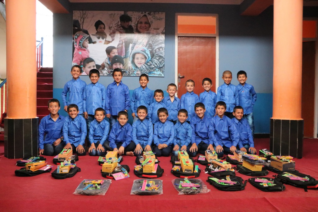 PHO_Children_after receiving school kit and uniform (1)